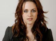 Kristen Stewart a declarat ca se afla in relatii normale cu Robert Pattinson