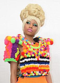 """Niky Minaj, printesa si mama vitrega in videoclipul """"Va Va Voom"""""""