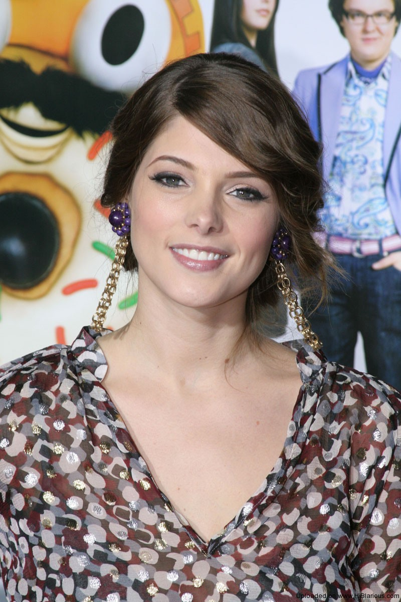 Ashley Greene s-a despartit de iubitul sau