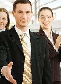 O strangere de mana ferma iti ofera un punct in plus la interviul de angajare