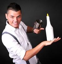 """Valentin Luca, barmanul cu """"flair"""""""