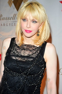 Courtney Love va lansa linia vestimentara Never the Bride