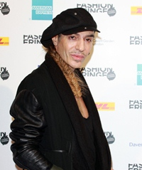 John Galliano revine in moda