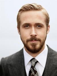 Actorul Ryan Gosling... tricoteaza