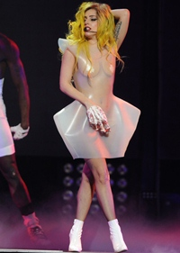 Lady Gaga a depasit cu succes operatia la sold