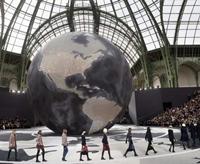 Influentele rock prind viata in creatiile casei de moda Chanel