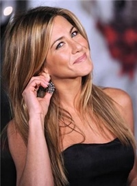 Ce face Jennifer Aniston sa arate atat de… tanara? :)