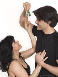 Ea castiga mai mult ca el. Cum transformi acest lucru intr-un avantaj al cuplului?