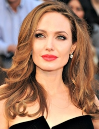 Povestea emotionanta a Angelinei Jolie privind dubla mastectomie prin care a trecut