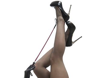 Jartiere sau pantaloni de trening: ce alegi pentru a fi sexy?