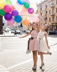 Escapada cu fetele versus sejur romantic cu iubitul
