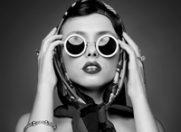 Ochelarii de soare statement – un accesoriu fantezist