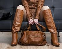Cizmele peste genunchi – secretul sezonului rece