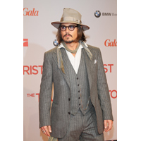 Actorul Johnny Depp s-a logodit