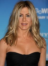 Jennifer Aniston, singura de ziua ei