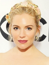 """Sienna Miller va avea rolul principal in ecranizarea cartii """"Lady Susan"""""""