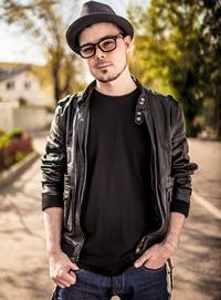 "Zhao: ""Eu imi scriu mereu piesele, nu cant piese scrise de altii"""