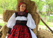 Corina a petrecut Pastele la Satu Mare si a imbracat un costum traditional