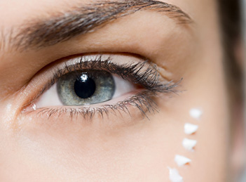 Ingrijirea corecta a pielii din jurul ochilor