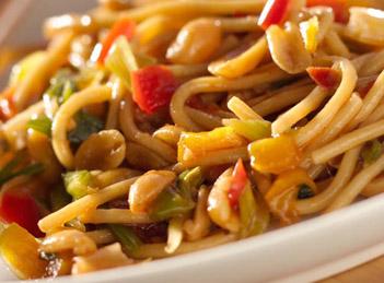 Noodles cu pui… sa gatim chinezeste