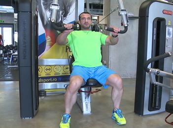 Exercitii de fitness cu antrenorul Octavian Hart