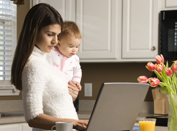 Mamele stresate au copii plangaciosi