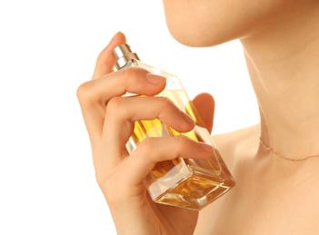 Arta seductiei din sticlutele cu parfum