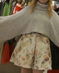 Mathilde, povesti cu haine brodate