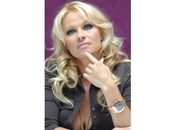 "Pamela Anderson a marturisit ca nu vrea sa ""alerge"" dupa tinerete"
