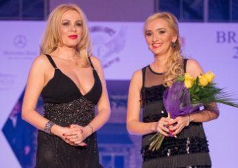 Dana Savuica, dupa 18 ani, a urcat pe podiumul de moda