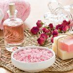 5 modalitati in care poti folosi apa de trandafir