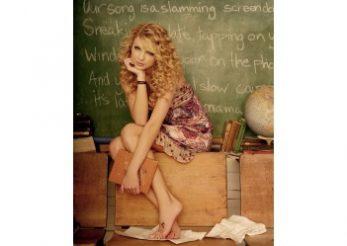 Cat valoreaza picioarele cantaretei Taylor Swift?