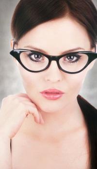 Alege-ti ochelarii de vedere in functie de forma fetei!