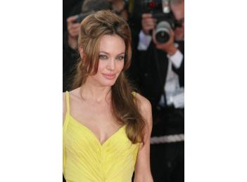 Angelina Jolie a implinit 40 de ani
