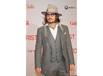 Johnny Depp, imaginea celui mai nou parfum Dior