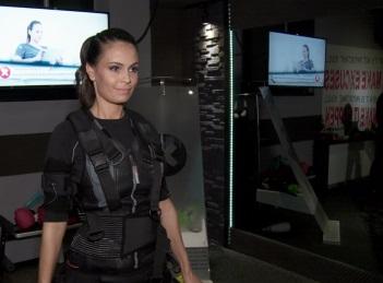 Anca Serea se mentine in forma cu ajutorul tehnicii X-Body EMS