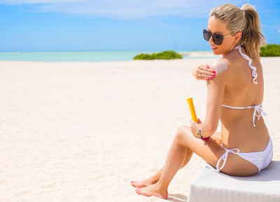 "Dr. Dana Opris, medic specialist dermatolog: ""Expunerea necontrolata la soare fara o protectie solara adecvata presupune riscuri mari"""