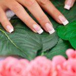 Scapa de unghiile ingalbenite cu cateva trucuri simple