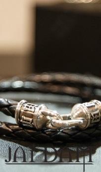 Cea mai noua colectie de haine si bijuterii Jai Dam