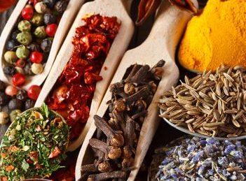 5 mirodenii care inlocuiesc cu succes scortisoara