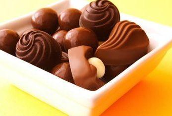 Ciocolata alba vs ciocolata neagra. Care ingrasa mai mult?