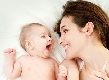 Iata de ce trebuie sa-i vorbesti bebelusului ca unui adult!