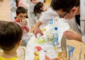 In aprilie, Bayer aduce stiinta mai aproape de 3.000 de copii