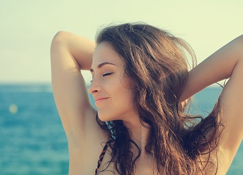Make-up la plaja. Pro sau contra?