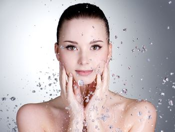 Secrete de beauty: apa micelara si apa termala