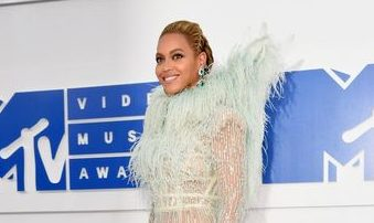Cele mai cool tinute purtate la evenimentul MTV Music Awards 2016