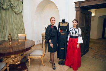 Colectie inspirata de straiele medievale ale domnitelor, expusa la Castelul Bethlen-Haller