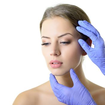 "Dr. Speranta Schmitzer: ""Remodelarea faciala ar trebui sa se faca treptat. Mai putin este mai bine."""