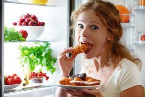Pericolele meselor tarzii: regulile alimentare care ne feresc de numeroase probleme de sanatate