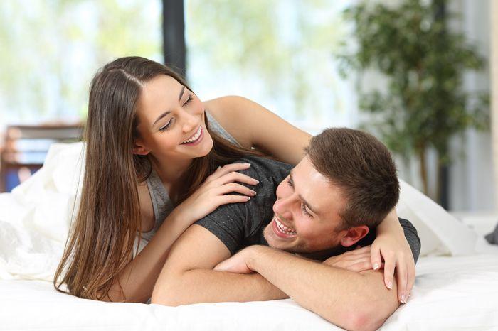 3 pasi pentru a-ti ajuta partenerul sa treaca peste amintirile din trecut